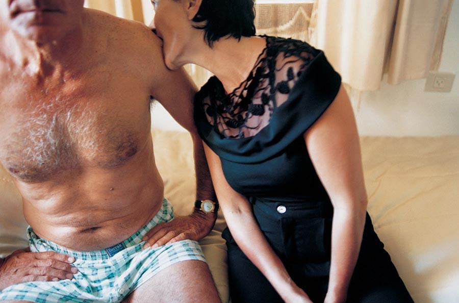 裸體創造出家人間令人震驚的親密感:赤裸並不全然代表色情,也可以是親情3