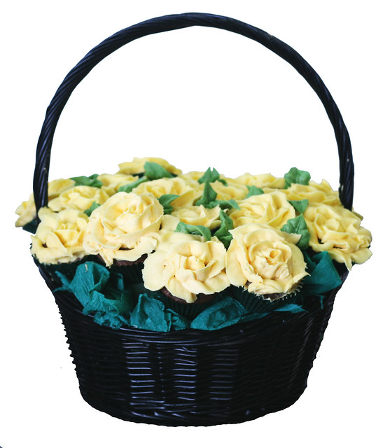 How To Make Flower Basket Cupcakes : Photo