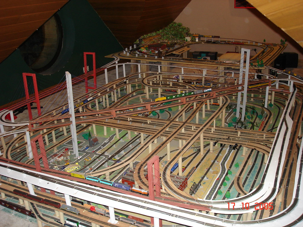 N scale layout a photo on flickriver - N scale train layouts small spaces paint ...