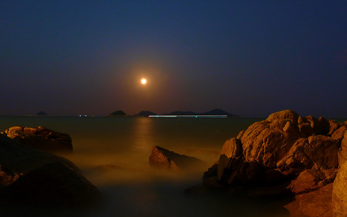 china blue light sky moon seascape reflection night port landscape geotagged boats noche harbor nacht harbour ships scenic full guangdong noite 中国 nuit notte zhuhai southchinasea pearlriver nachtaufnahme 满月 广东 珠海 ©allrightsreserved jiuzhou 夜间 jida jiuzhouport lumixaward 九洲港 fabbow 九洲岛 geo:lat=22242341 geo:lon=113588907 uploadedonseptember112009 mygearandmepremium mygearandmebronze mygearandmesilver mygearandmegold dblringexcellence tplringexcellence eltringexcellence