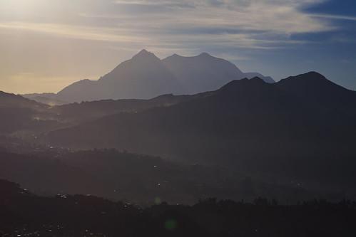 bolivia illimani cityscape sunrise elmontículo lapaz nuestraseñoradelapaz lapazdepartment bo canon5dsr town colors canon city capital mountain