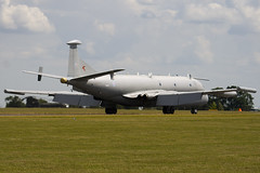 XW665 - Royal Air Force - Hawker Siddeley Nimrod R1 - 090704 - Waddington - Steven Gray - IMG_9090