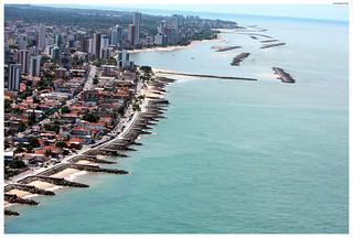 Vista aérea da orla de Bairro Novo, Casa Caiada e Rio Doce