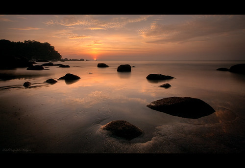morning sun reflection beach water rock clouds sunrise canon sand malaysia hdr kuantan pahang telukchempedak canon1022mm 400d explore14thanks
