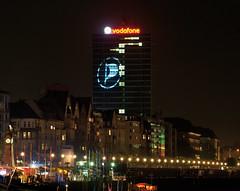 Piratenpartei-Logo auf dem Vodafone-Gebäude