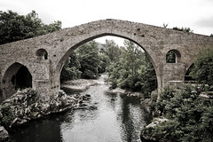 moat(0.0), devil's bridge(1.0), arch(1.0), aqueduct(1.0), river(1.0), arch bridge(1.0), canal(1.0), viaduct(1.0), waterway(1.0), bridge(1.0),