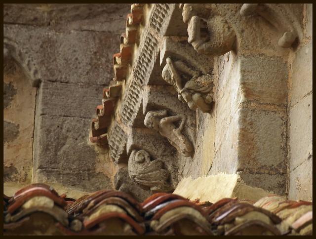 Las Henestrosas de las Quintanillas (Valdeolea, Cantabria). Iglesia de Santa María. Canecillos del presbiterio sur