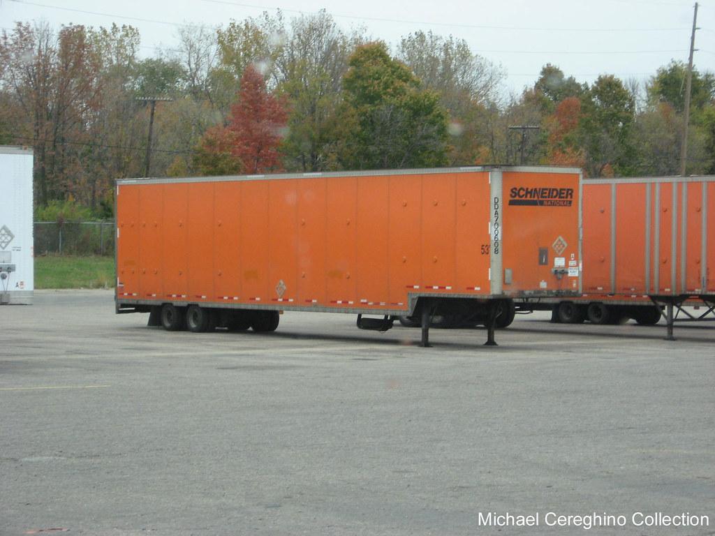 Schneider drop frame trailer, DDA700608 - a photo on Flickriver