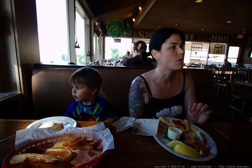 rachel and sequoia having lunch    MG 0255