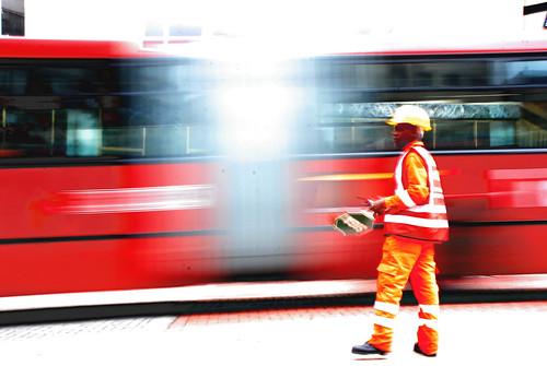 red bus colors rojo bogota ciudad colores movimiento stop photowalk 2009 choco mauricio pare transmilenio maolopez mauriciolopez