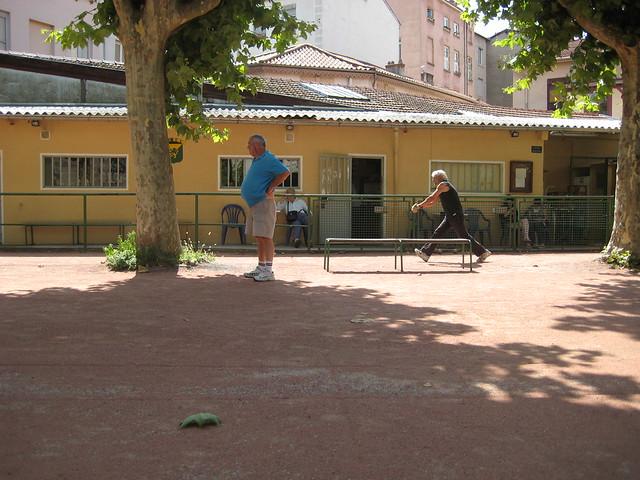 Terrain de pétanque à Lyon : Avant tout un jeu de suspense - Photo de Karaian.