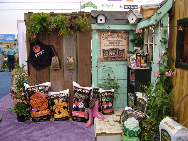 Independent garden center display flickr photo sharing for Display home garden designs