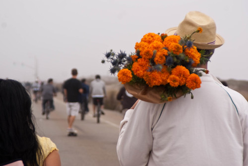 09173 Walking with flowers on the Great Highway | by sfbike