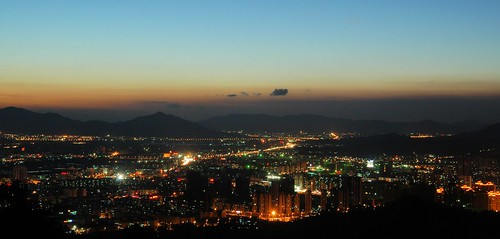 zhuhai scenic landscape china guangdong night city cityscape light lights dusk sky blue red orange hour 中国 广东 珠海 banzhangshan banzhang shan mountain forest park road street newxiangzhou zhongshan 板樟山 森林公园 中山 新香洲 ©allrightsreserved geo:lat=22249283 geo:lon=113545042 geotagged explore explored nacht nachtaufnahme noche nuit notte noite mygearandmebronze mygearandmepremium rememberthatmomentlevel1 rememberthatmomentlevel2 rememberthatmomentlevel3 rememberthatmomentlevel4 rememberthatmomentlevel5