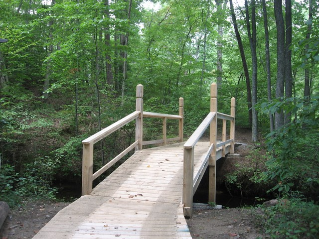 Footbridge over Goodwin Lake Trail at Twin Lakes State Park
