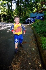running to assist his mom with gardening    MG 4690