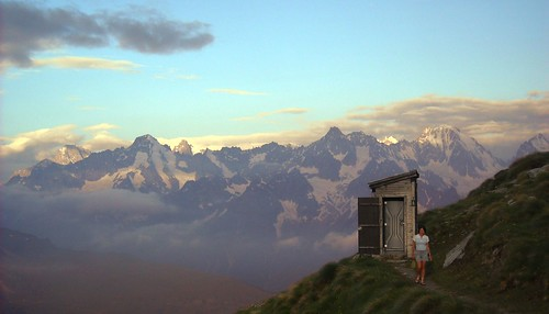 The toilet at Cabane du Col Du Mille