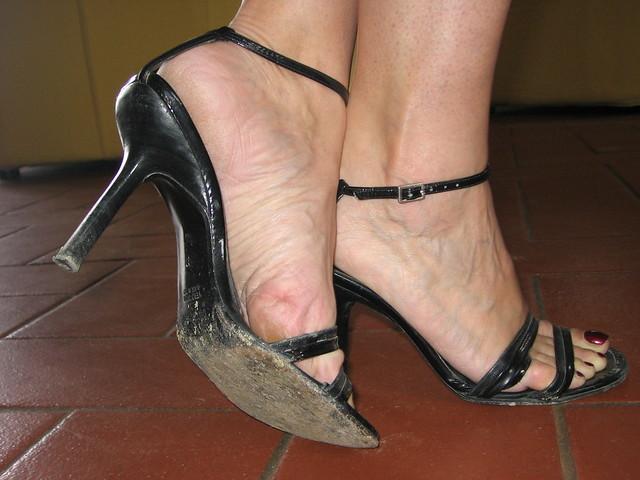 Shoe dangling with high heels 5