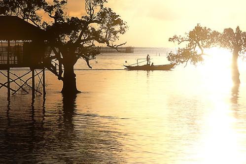 sunrise reflections boat fishing fisherman philippines sunrays guimaras westernvisayas ponslizares