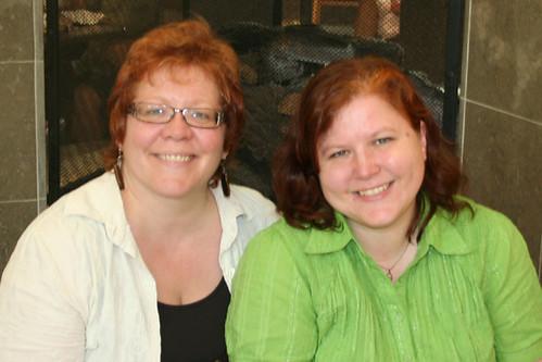 2009-0819sisters2