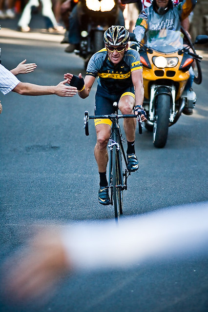 Lance Armstrong Hi Fives the Crowd