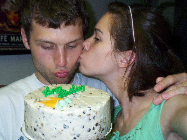 anna kissing ian kissing cake