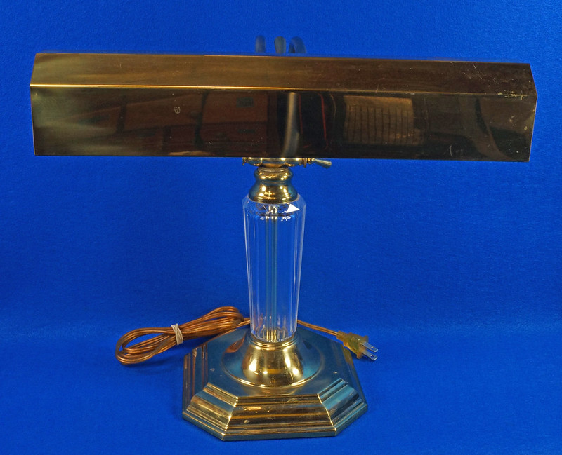 RD15252 Vintage Brass & Lucite Bankers Desk Piano Portable Lamp Light 3-Way Adjustable Arm DSC08722