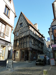 Medieval building, Rue Bourbonnoux, Bourges - Photo of Pertain