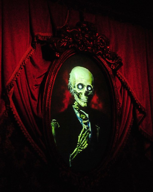 Haunted House Foyer : C a z g