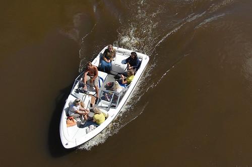 people river boat europe estonia aerialview topdown casioexilim motorboat eesti tartu estland jõgi emajõgi paat browncolor 攝影 photoimage sooc tartumaa embach gisteqphototrackr exf1 geosetter year2009 geotaggedphoto mētra фотоfoto