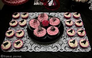 Halloween table - Bird cupcakes
