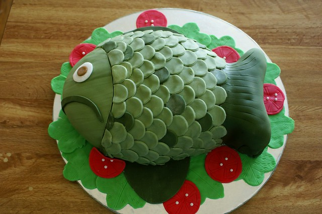 Fogerty the fish cake for a how to check out for Fish shaped cake