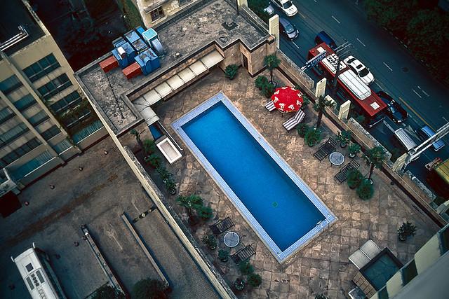 楼顶上的泳池