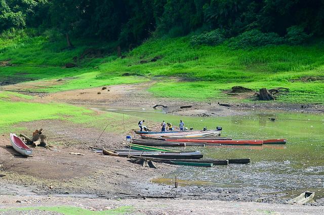 Puerto en el lago