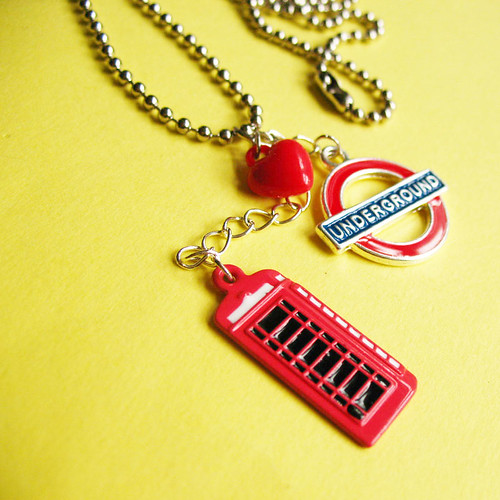 Charming London necklace