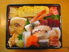 meal(1.0), lunch(1.0), fish(1.0), ekiben(1.0), makunouchi(1.0), food(1.0), dish(1.0), cuisine(1.0), osechi(1.0), bento(1.0),