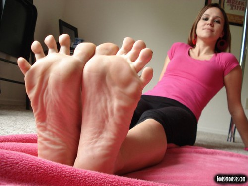 nice feet by the_saint_rampage