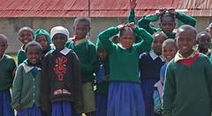 Flere glade unger på Githabai Primary School