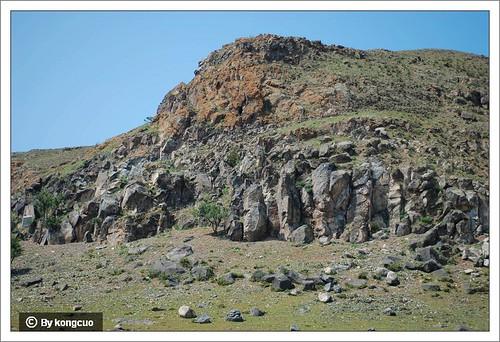 砧子山-发育了垂直节理的玄武岩石柱