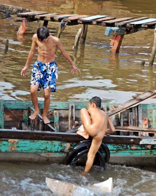 poor old women in the philippines