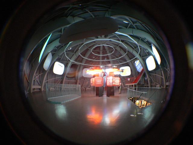 Binnen in het atomium l 39 int rieur dans l 39 atomium for Inside l interieur