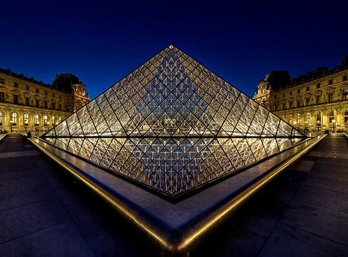 La pyramide du Louvre - 7