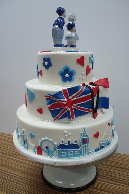 London skyline wedding cake