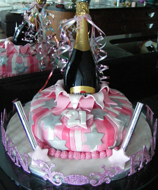 Pin 21st birthday table decoration ideas cake on pinterest for 21st b day decoration ideas