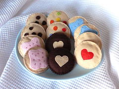 felt-biscuits-plate