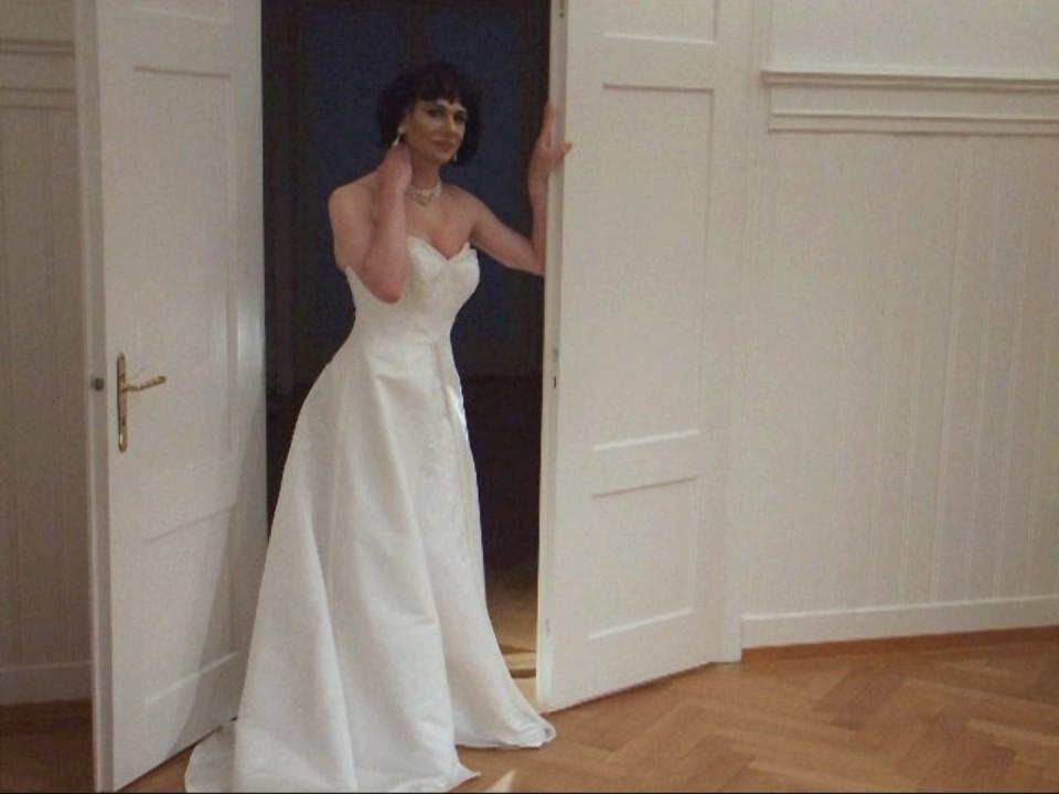 shemales-wearing-wedding-dress-sex-at-girls-camp