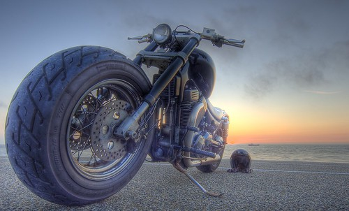 Sunset follows the front wheel; Suzuki 1400 Intruder