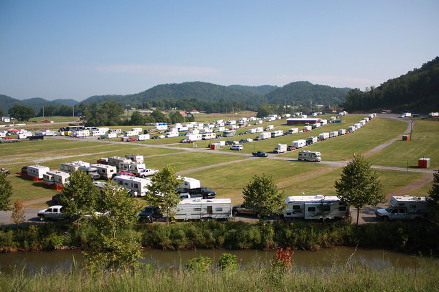 Moving in campers moving in for race week by bristol for Camping bristol motor speedway