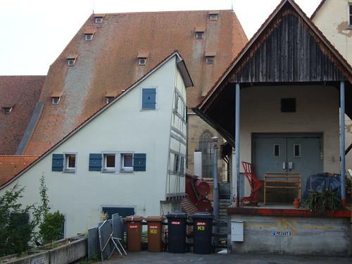 Halbes Haus by Jens-Olaf
