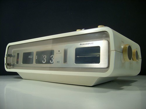Retro Mod Panasonic Flip Clock Radio Calendar A Photo On
